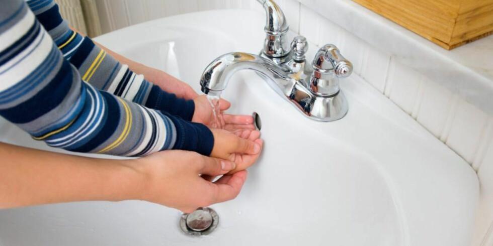 DÅRLIG TRYKK IRRITERER: Dårlig trykk på vannet kan være ordentlig irriterende. Det gode er at det er en del du kan fikse opp i selv, uten fagfolk.  Foto: Jupiterimages