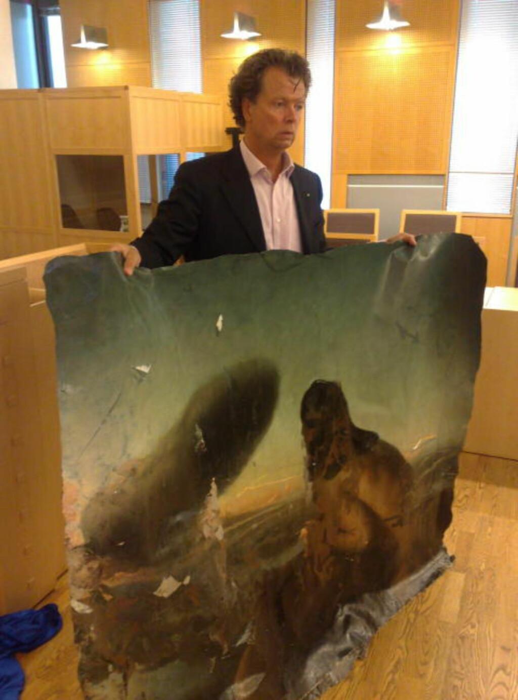 ØDELAGT: «Skyen» ble malt i 1985 og er regnet som et av Norges viktigste kunstverk. Nå er det ødelagt, på grunn av en skjebnesvanger oljeblanding. Dette var et av bevisene som ble lagt fram i tingretten av Per Trygve Lundgren. Foto: Jonas Pettersen