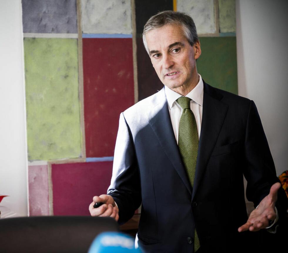 MER GRYN: Helseminister Jonas Gahr Støre presenterer hva deler av helsebudsjettet for 2013 skal brukes til.    Foto: Håkon Eikesdal
