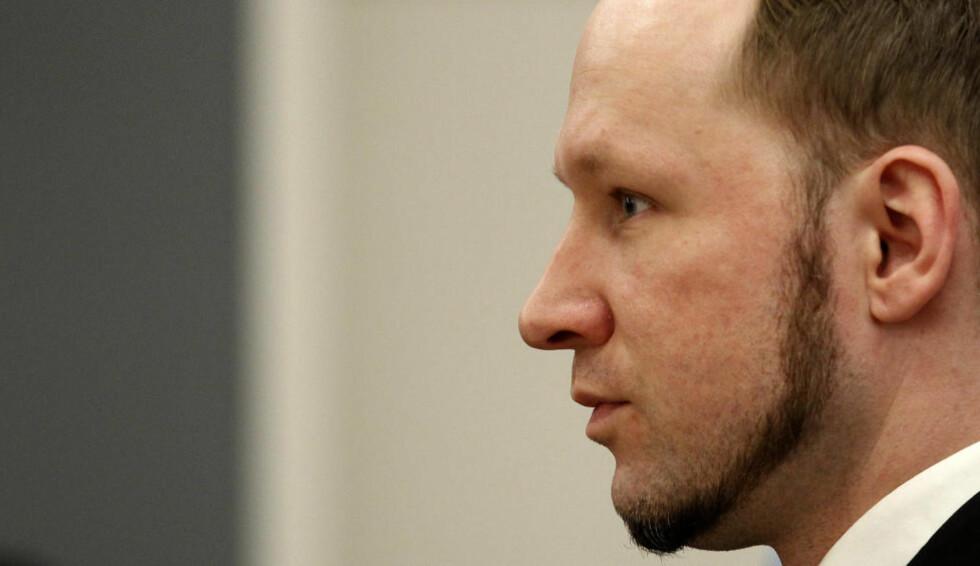 NY BOK: I en ny bok hevder forfatteren Aage Storm Borchgrevink at Anders Behring Breivik ble utsatt for mishandling og omsorgssvikt som barn. Forfatteren mener barndommen er grunnen til at Breivik endte opp som terrorist. Foto: STOYAN NENOV / REUTERS / NTB SCANPIX