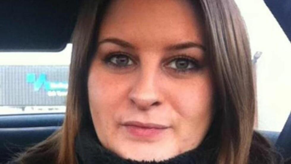 FORTVILER: Carolines mamma, Stine Marie Buer, fortviler etter at datteren ble vaksinert mot HPV - og ble lammet i halve ansiktet. Hun frykter vaksinen har en sammenheng med lammelsen, og ønsker at hun aldri hadde skrevet under på at dattera skulle vaksineres. Foto: Privat