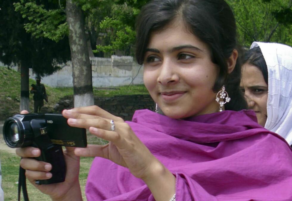 FRITTALENDE: Malala Yousufzai (14) er hardt skadet etter at Taliban skjøt jenta i dag. 14-åringen er kjent for å være svært frittalende. Foto: Hazart Ali Bacha / Reuters / NTB Scanpix