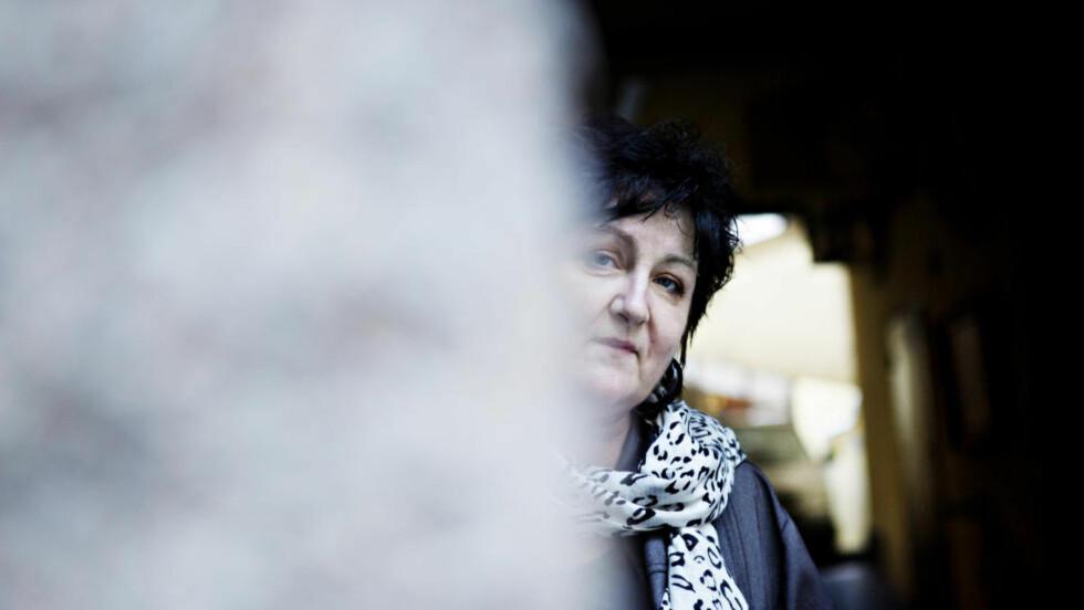NY BOK:  Forfatter Anne B. Ragde er aktuell med en krimnovelle-samling. Selv har hun fått erfare at virkeligheten kan være langt mer fryktinngytende enn fiksjonen - i 1994 ble hun angrepet av isbjørn, og året mistet hun en venn til villdyret. Foto: Nina Hansen / Dagbladet