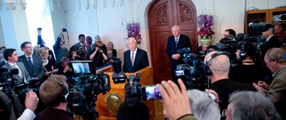 ANNONSERER VINNEREN: Thorbjørn Jagland annonserer årets vinner. I et kriserammet Europa synes mange det er provoserende at EU til årets pris. Foto: Thomas Rasmus Skaug / Dagbladet