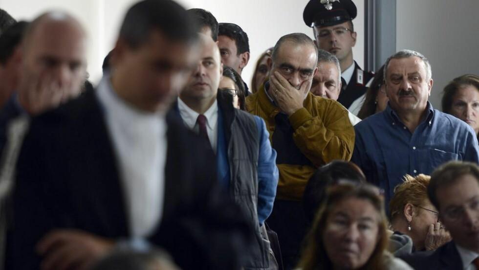 REAGERER: Flere i salen reagerte kraftig da dommen ble opplest mandag. Foto: AFP