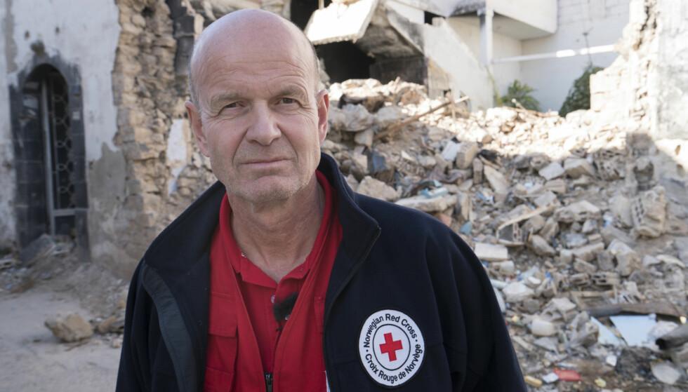 TILLITEN VERDIG: Av de etablerte organisasjonene så er det grunn til å sette vår lit til Røde Kors. Her president i Røde Kors,Sven Mollekleiv i Homs, Syra.