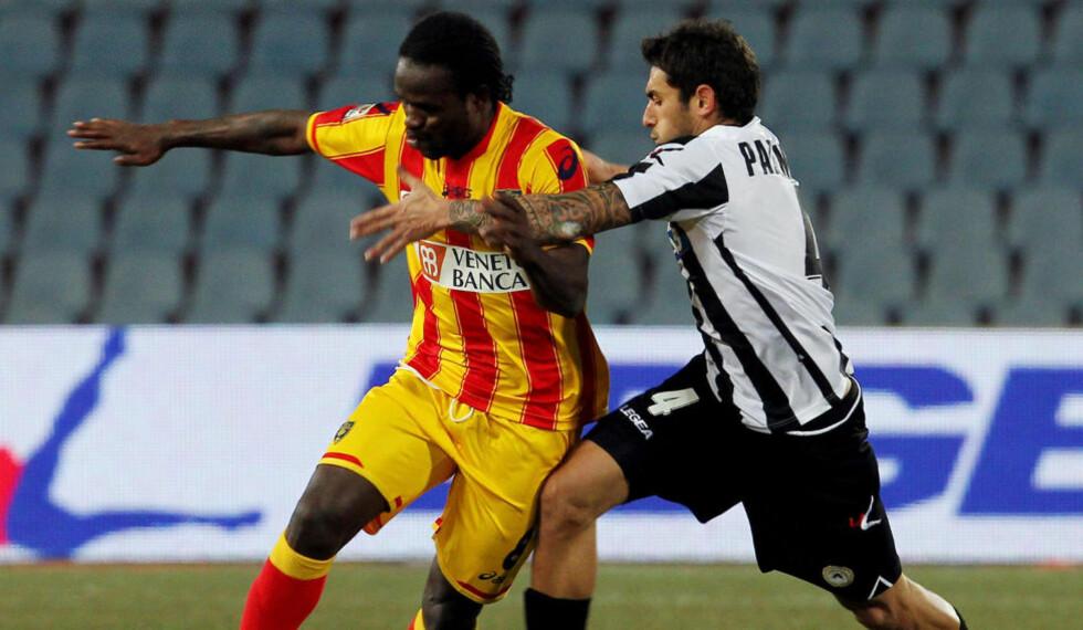 KIDNAPPET: Udineses nigerianske midtbanespiller Christian Obodo (t.v), som var på lån i Lecce forrige sesongen, skal ha blitt kidnappet i hjemlandet Nigeria. Foto: AP Photo / Paolo Giovannini / NTB Scanpix
