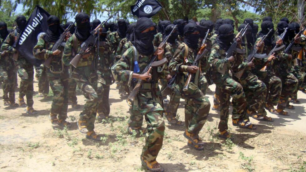 GJØR NARR AV USA: Terrorister fra al-Shabaab gjør narr av USA og tilbyr kameler for Obama. Foto: Reuters/Feisal Omar/Scanpix