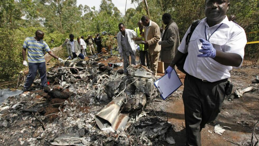 VRAKRESTER:  Det havarerte helikopteret ble raskt lokalisert rett utenfor Nairobi. FOTO: DAI KUROKAWA, EPA/NTB SCANPIX.