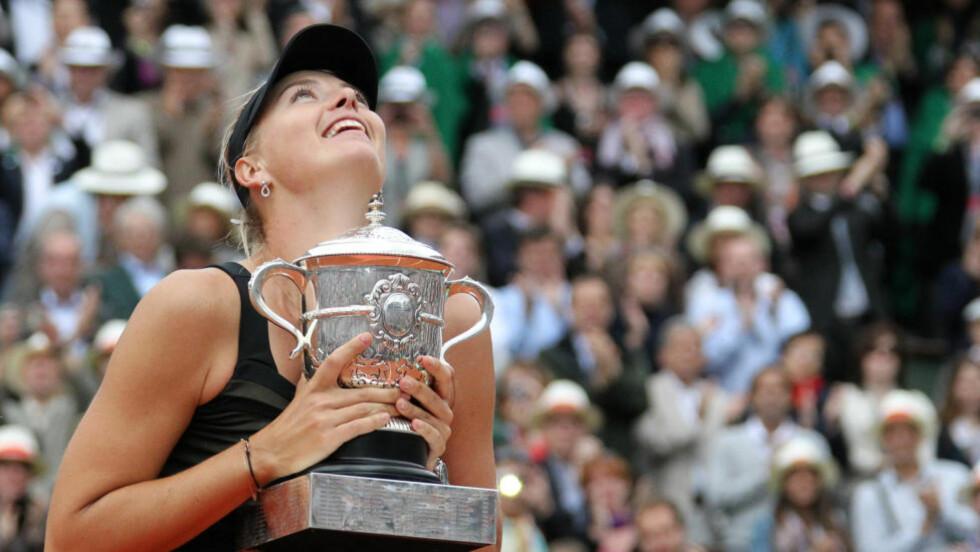HISTORISK: Etter seieren i Roland Garros har Maria Sjarapova vunnet alle de fire Grand Slam-turneringene. Foto: SCANPIX/REUTERS/Regis Duvignau