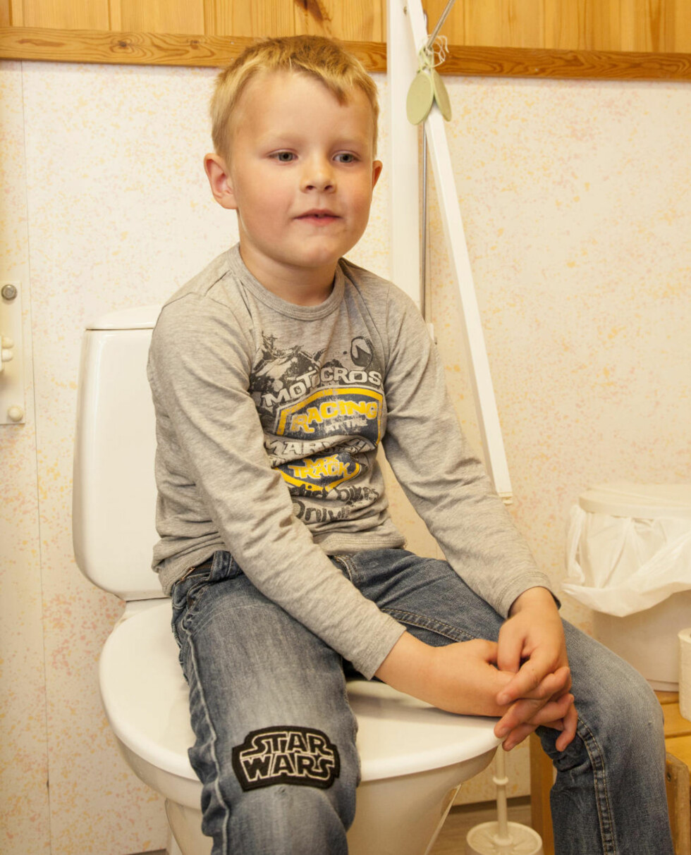 KLOAKK ALL OVER: Alexander With (5,5) fra Langesund ble overspylt med kloakk mens han satt på do hos bestemor, da kommunen spylte ledningsnettet.  Foto: Per Flåthe/Dagbladet