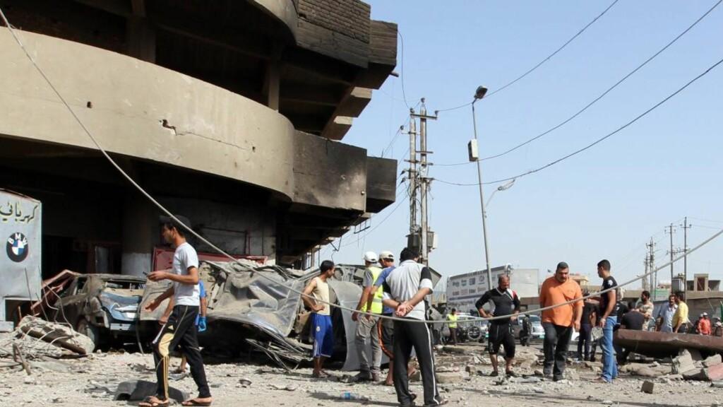 OVER 40 DREPT: Minst 44 mennesker ble drept i en rekke væpnede angrep i Bagdad Irak onsdag, ifølge politi og sykehuskilder. Minst 18 mennesker ble drept da fire bomber som var rettet mot sjiamuslimske pilegrimer. Samme dag ble minst 22 personer drept og 38 såret da to bilbomber eksploderte i nærheten av en restaurant. Foto: SABAH ARAR / AP PHOTO / NTB SCANPIX