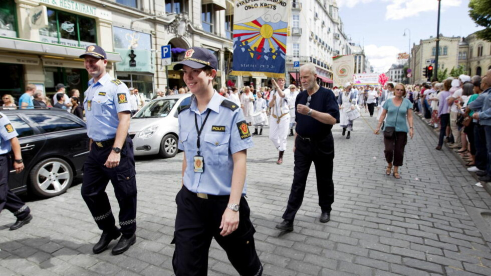 Det er åttende året på rad at politiet har tillatelse til å bære uniform under Skeive dagers homoparade, men det er første gang Politidirektoratet har sendt ut et slikt skriv Foto: Gorm Kallestad / Scanpix .
