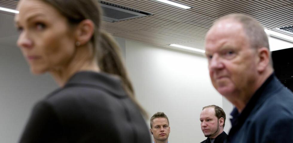 LA FRAM SIN ERKLÆRING:  De psykiatrisk sakkyndige Synne Sørheim og Torgeir Husby la i dag fram sin vurdering av Anders Behring Breivik i retten.  Foto: Tomm W. Christiansen