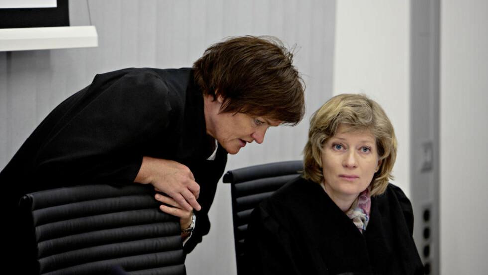 IKKE OVERRASKET:  De to bistandsadvokatene Mette Yvonne Larsen og Siv Hallgren er ikke veldig overrasket over at Husby og Sørheim står fast ved at Breivik var psykotisk den 22. juli.  Foto: Lars Eivind Bones