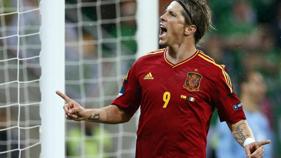 SCORET TO: Fernando Torres scoret to mål mot Irland. Foto: AP Photo/Michael Sohn