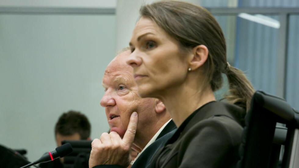 PARHESTER: Rettspsykiaterne Torgeir Husby og Synne Sørheim forklarer seg i rettssalen i dag. Rettspsykiaterne, som har konkludert med at Breivik er utilregnelig, har blant annet svart på om det at de har samarbeidet ofte kan ha hatt betydning for deres uavhengighet. Foto: Heiko Junge / NTB scanpix