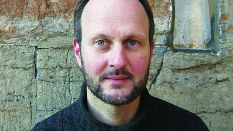 DEBUTANT: Geir Nummedal er redaktør i Cappelen Damm og debuterer nå som forfatter. Foto: FORLAGET OKTOBER