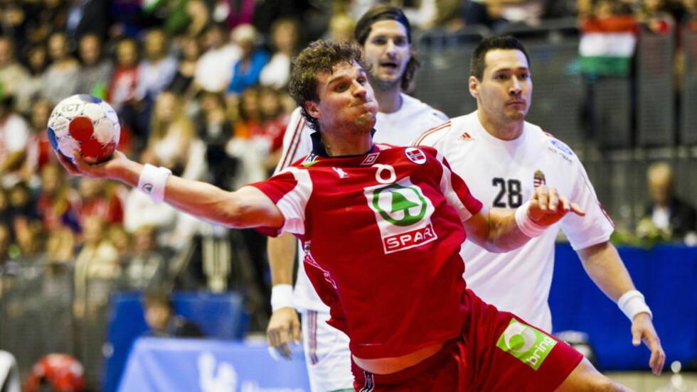 NORSK TOPPSCORER: Bjarte Myrhol ble norsk toppscorer i firemålsseieren mot Ungarn. Ungarerne gikk videre til VM i Spania neste år.Foto: Vegard Grøtt / NTB scanpix