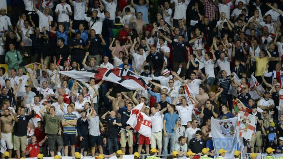 PÅ AN IGJEN: UEFA har hatt mye å gjøre under årets mesterskap. Denne gangen er det engelske supportere som skaper hodebry for forbundet. Foto: AFP PHOTO / JONATHAN NACKSTRAND / NTB scanpix