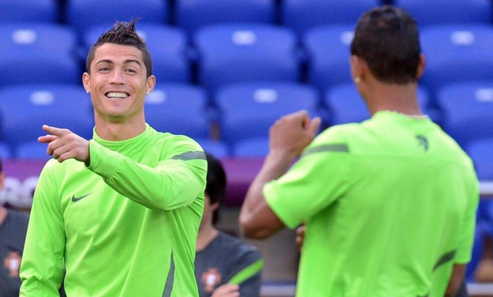 KLART FOR DRAMA: Cristiano Ronaldo har bare scoret fem mål på fem mesterskap med Portugal. I dag venter Nederland i skjebnedramaet i «dødens gruppe».Foto: AFP PHOTO / PATRICK HERTZOG / NTB scanpix