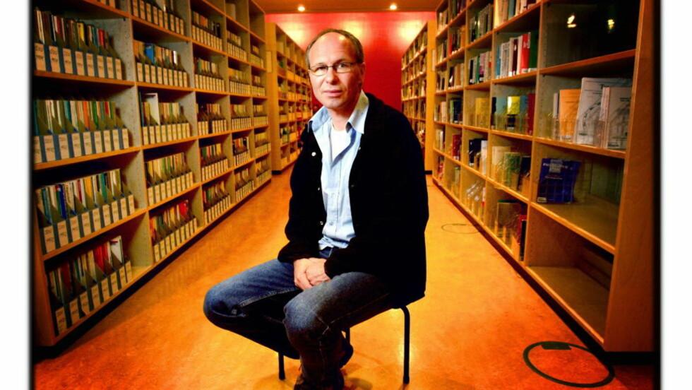 TØFF OPPGAVE: Professor Per Thomas Andersen har utgitt en oppdatert utgave av sin «Norsk Litteraturhistorie.