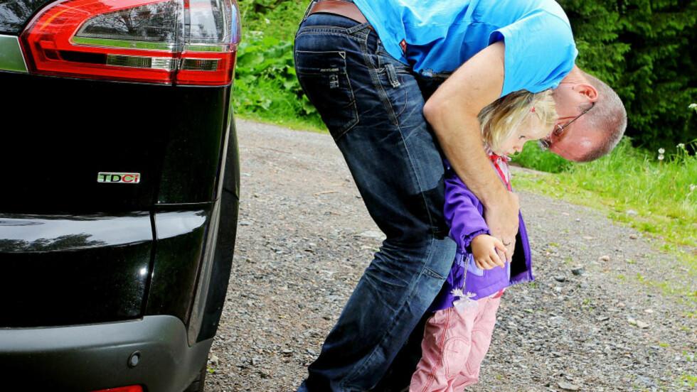 VELKJENT PROBLEMSTILLING: Barn blir lettere bilsyke enn voksne, men det finnes råd. Foto: PETTER HANDELAND