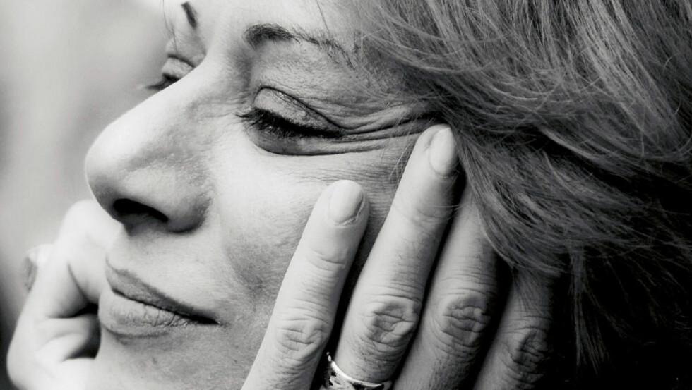 STERK HISTORIE: Parinoush Saniee har skrevet en roman som vakte enorm oppsikt i Iran, da den utkom for åtte år siden. Nå foreligger den på norsk. Foto: WAHID SABERI / FONT FORLAG
