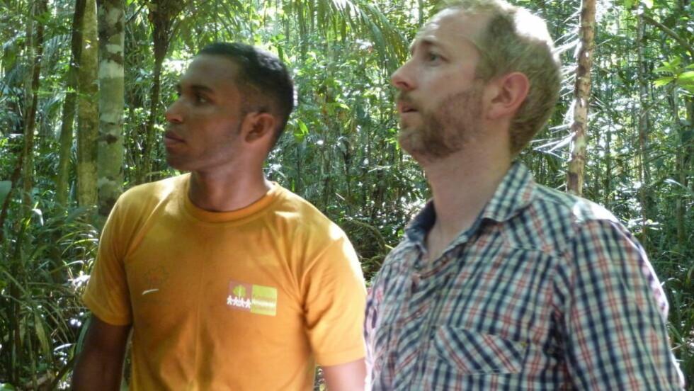GRØNN LUNGE: - Amazonas er en av verdens lunger, og den angår oss alle, sier miljøminister Bård Vegar Solhjell inne i Amazonas regnskog. FOTO: ARNE HALVORSEN.