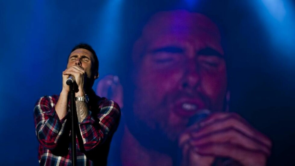 IRRITERENDE STEMME: Maroon 5-vokalist Adam Levine. Foto: José Sena Goulao / EPA /NTB Scanpix