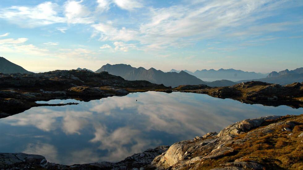 MAJESTETISK: Området rundt Bodø egner seg utmerket for toppturer. Her fra Steigtind i retning Landego. Foto: TERJE BJØRNSEN