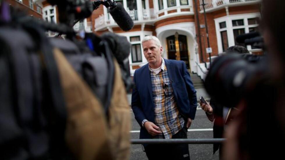 <strong>VISSTE IKKE:</strong> Wikileaks-talsmann Kristinn Hrafnsson ante ingenting om at Julian Assange oppsøkte den ecuadroske ambassade i London. I dag møtte han Assange. Foto: AFP/Andrew Cociw/NTB Scanpix