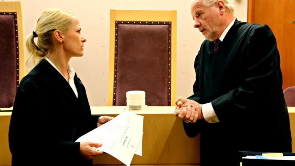 TRE ÅR:  Aktor, politiadvokat Kristine Olsen la om påstand om tre års fengsel. Men retten lyttet til bedrageridømte Marie Madeleine Larsens forsvarer, advokat Sigmund Øien. Han syntes også tre års straff var greit, men at det ene året skulle gjøres betinget mot psykoterapi. FOTO: JACQUES HVISTENDAHL/DAGBLADET.