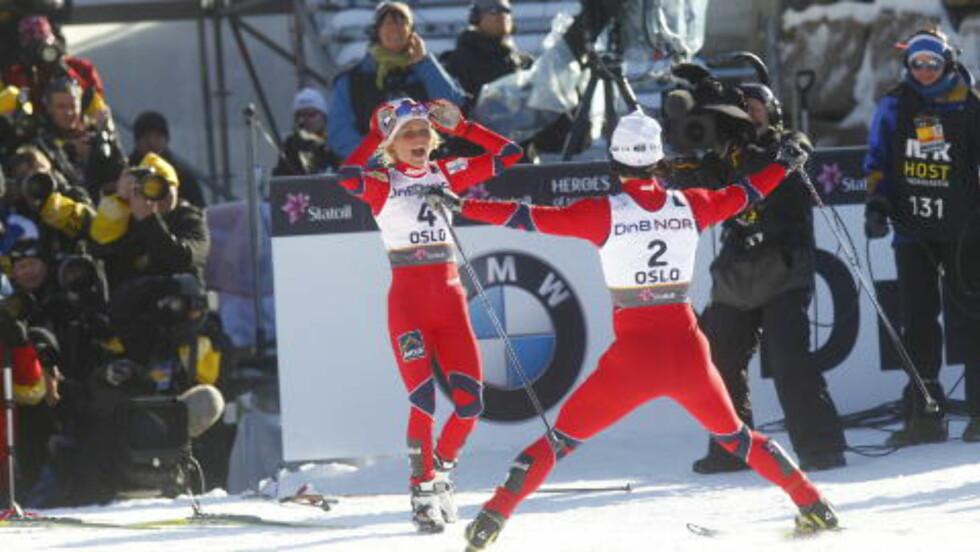 GULLJENTER: Therese Johaug og Marit Bjørgen. Foto: Kyrre Lien / Scanpix