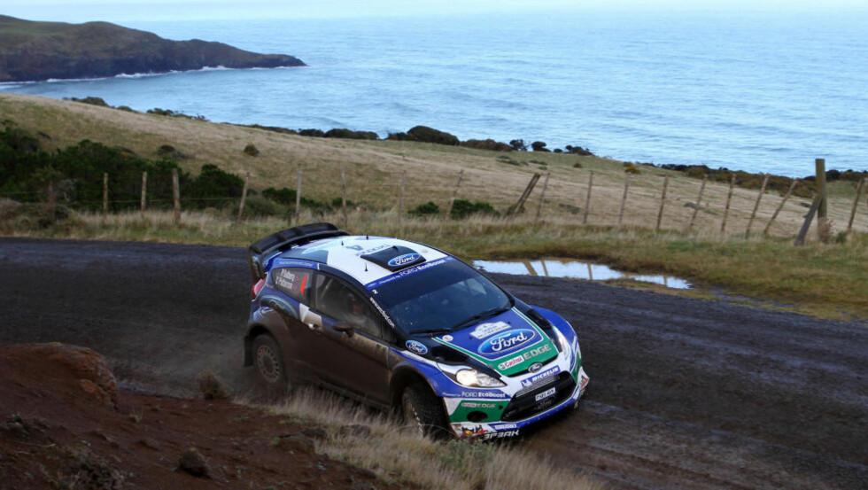 UTENFOR PALLPLASS: Et feil dekkvalg kostet Petter Solberg mye tid under første fulle dag av Rally New Zealand. Her fra andre fartsprøve. Foto: Michael Bradley / AFP / NTB scanpix