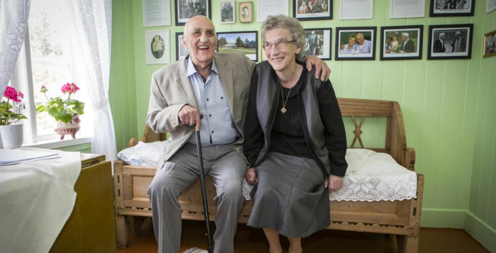 FØDEROMMET: På dette rommet ble Joralf Gjerstad født i 1926. I dag feirer han både åpning av eget museum, og 60-årsdag for forlovelsen med kona Signe. Foto: Ole Morten Melgård