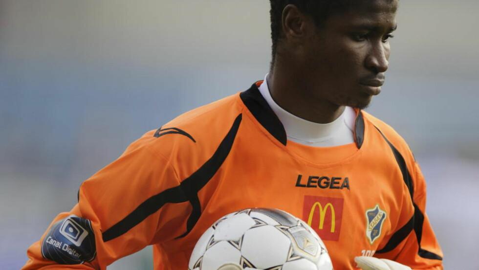 BLIR I KLUBBEN: Stabæks keeper Mande Sayouba har signert ny kontrakt. Foto: Kent Skibstad / NTB scanpix