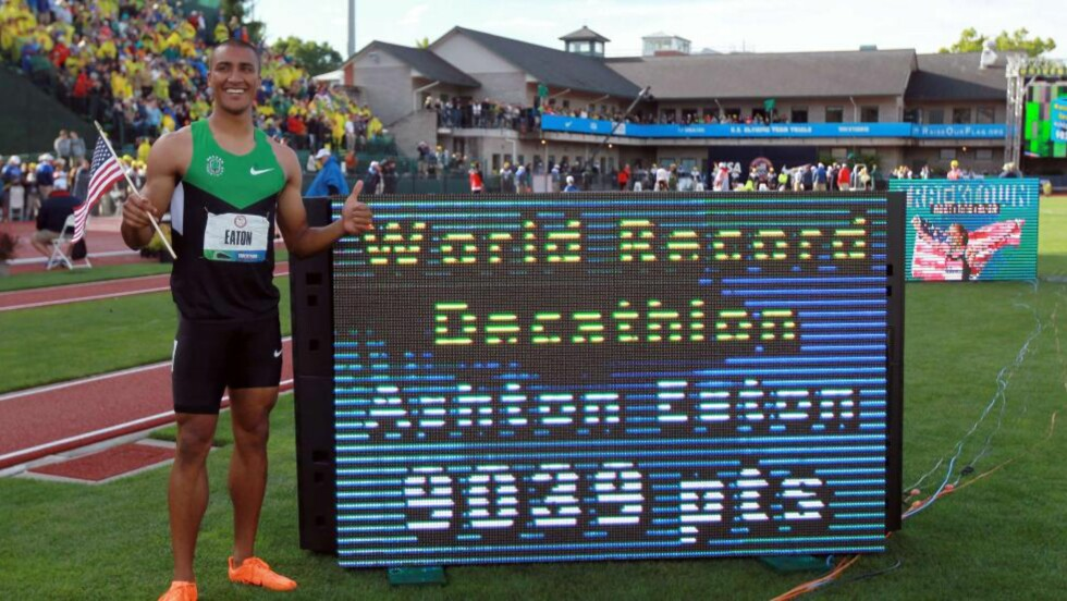 NY VERDENSREKORD:  Amerikanske Ashton Eaton satte ny verdensrekord i tikamp. Foto: Andy Lyons/Getty Images/AFP