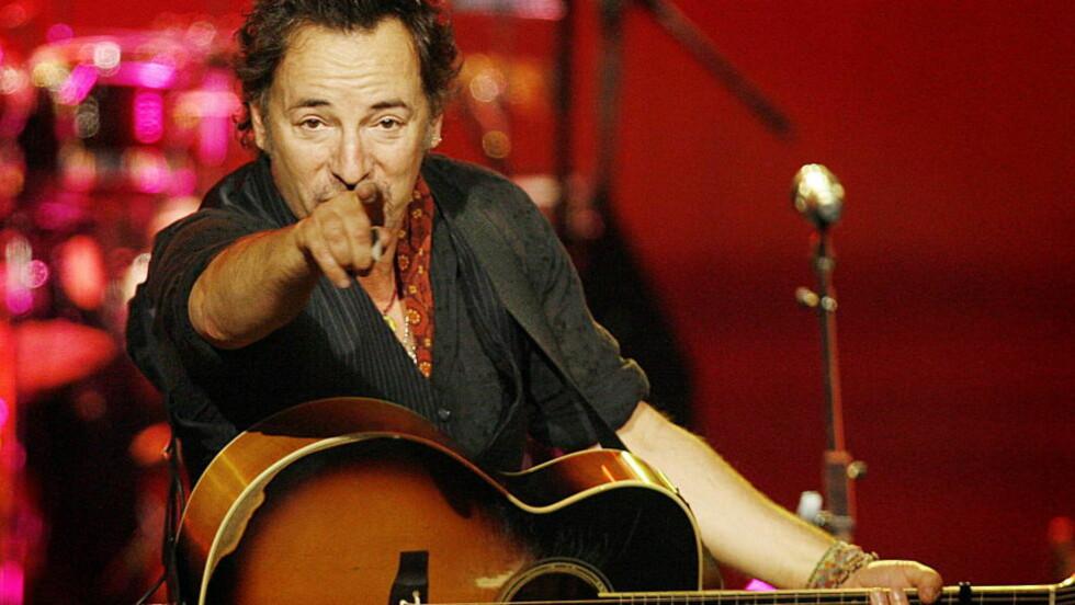 I OSLO SPEKTRUM: Springsteen på turné med Seeger Sessions i 2006. Først seint i karrieren oppdaget Springsteen den amerikanske folktradisjonen som var en forutsetning for Bob Dylan helt fra starten. Foto: Hans Arne Vedlog/Dagbladet