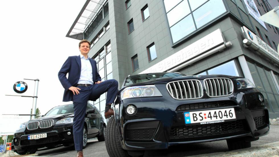 HYGGELIGE TIDER: Daglig leder Joachim Sommerseth hos Bilia Stenshagen selger premium-SUV-er som hakka møkk om dagen. Og etterspørselen etter firehjulsdrift øker. Foto: EGIL NORDLIEN