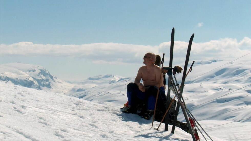 REKORD-SNØ: i fjellområdene sør for Røldal har det ikke vært mer sommer-snø på førti år. Dette bildet ble tatt i fjor - da det var mindre snø enn nå. Foto: Skysstasjonen, Røldal.