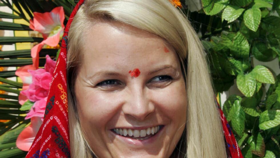 PÅ TUR:  Kronprinsesse Mette-Marit har vært flere turer i India, som her i 2006. Nå er hun i  Kashmir sammen med en åndelig leder. Slottet beskriver oppholdet som en privat fottur.  Foto: Lise Åserud / SCANPIX