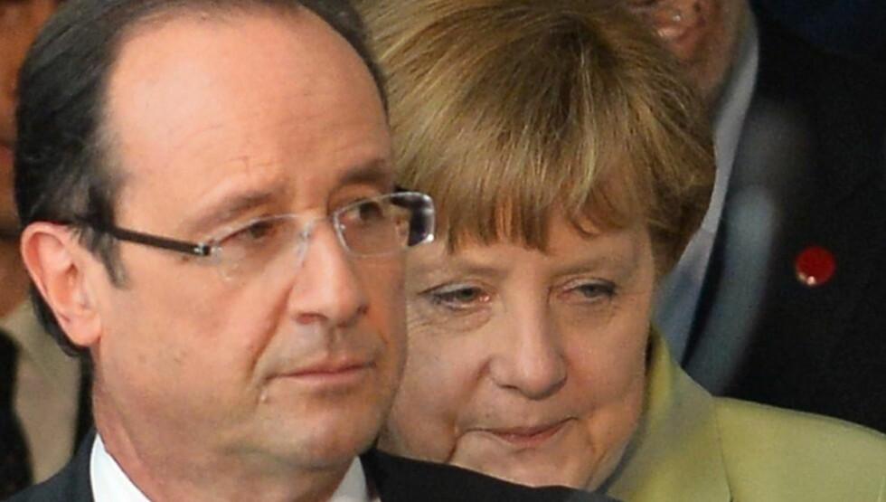 SKEPTISK:  Frankrikes president Francois Hollande og Tysklands forbundskansler Angela Merkel er ikke enige foran morgendagens skjebnemøte i EU, som kan avgjøre euroens framtid.  ALBERTO PIZZOLI / AFP PHOTO
