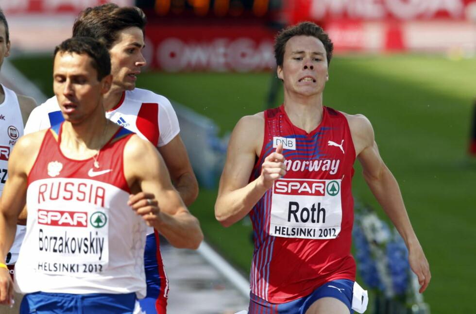 VIDERE MOT ALLE ODDS: Thomas Roth lå aller sist på vei inn i siste sving i forsøksheatet på 800 meter, men en kjempespurt sendte ham videre til semifinale. Foto: Lise Åserud / NTB scanpix
