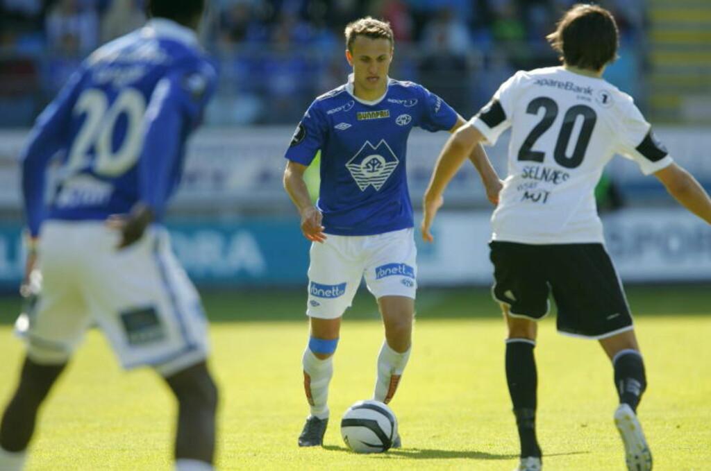 KVELDENS MOLDEHELT: Magnus Wolf Eikrem skjøt Molde et steg nærmere Ullevaal på Rosenborgs bekostning. Foto: Svein Ove Ekornesvåg / NTB scanpix