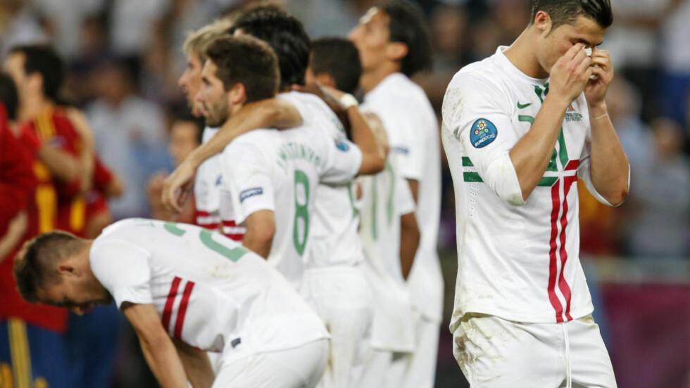 ENDTE I TÅRER: Cristiano Ronaldo synes det var både urettferdig og trist at Spania vant straffekonken som ga EM-finale. Foto: AP/Armando Franca