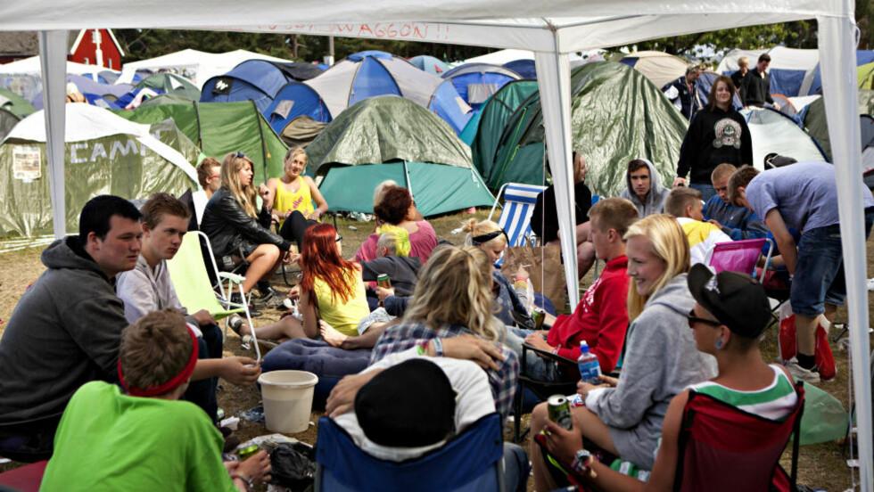 HØY TRIVSELSFAKTOR: Mange på campingen har det så hyggelig at de seint kommer ut av fluktstolen og foran de mange scenene.  - Det er blitt vanskeligere å få dem ut av teltene, sier musikksjef Toffen Gunnufsen. Illustrasjonsfoto: Anders Grønneberg / Dagbladet