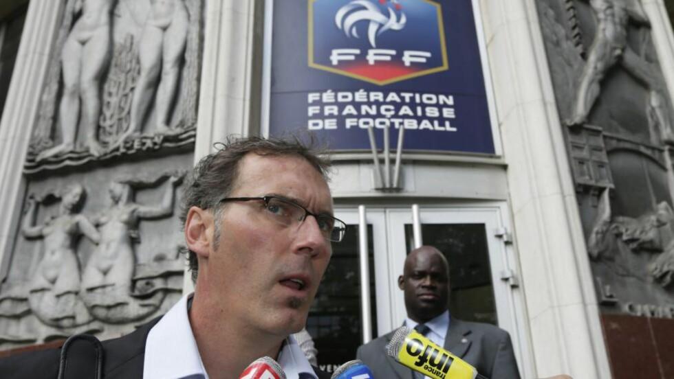 GIR SEG TROLIG: Den franske sportsavisen L'Equipe hevder Frankrikes landslagssjef er ferdig i jobben, etter at kontrakten hans gikk ut lørdag. Foto:AFP PHOTO / KENZO TRIBOUILLARD