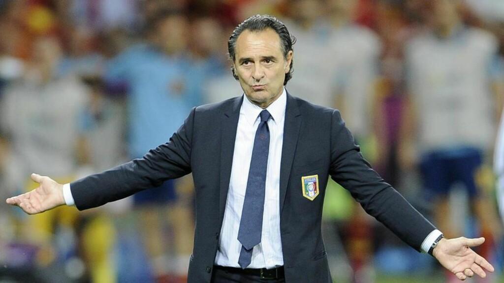 SLÅTT: Italias landslagssjef Cesare Prandelli måtte se sitt lag tape 0-4 for Spania i EM-finalen. Foto: EPA/MAURIZIO BRAMBATTI