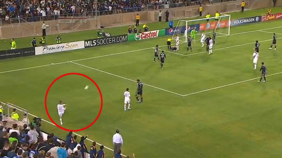 TREFFSIKKER: Det er ingenting i veien med høyrefoten til David Beckham, selv om han lot følelsene ta overhånd på overtid mot San Jose Earthquakes: Fra sidelinja siktet han på motspiller Sam Cronin inne i boksen, og traff både ham og dommeren. Foto: ESPN